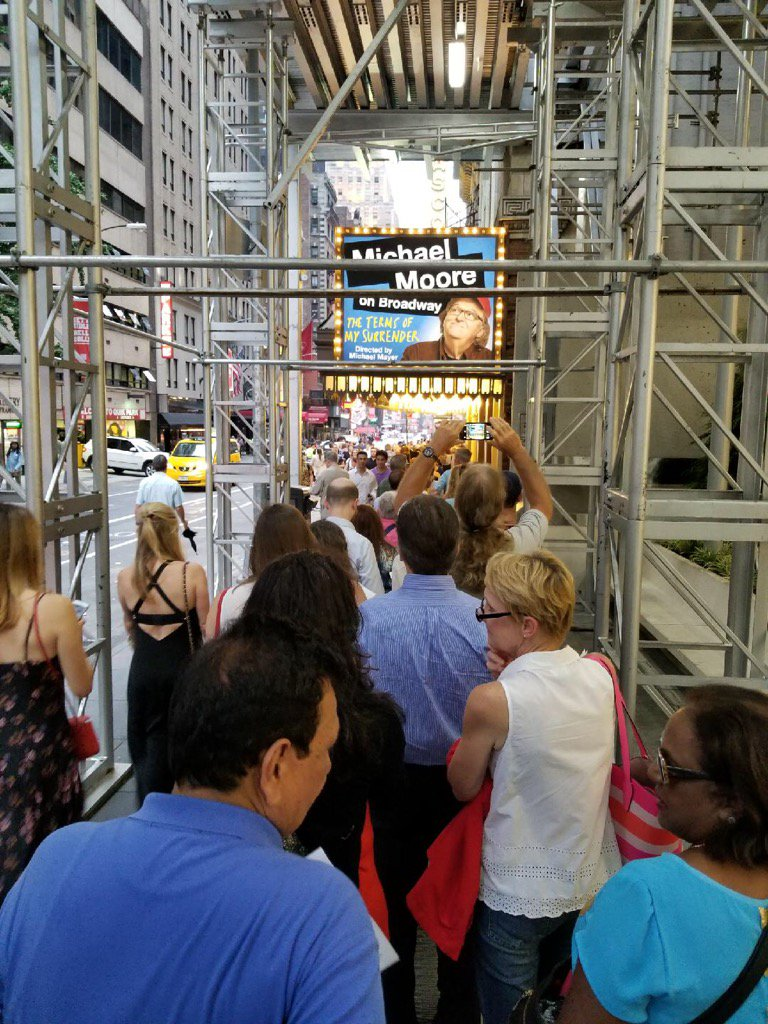 Another sold out show 4 my one man play last nite! The line on 44th St wraps all the way down 2 6thAve! Thank u all! https://t.co/iEhoEXcxGh