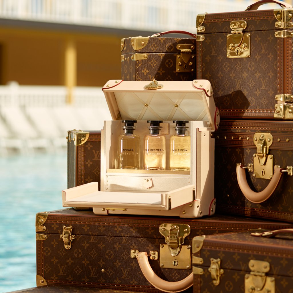 お気に入りの香りをスペシャル・トランクに詰めて、旅へ──。7種の #LouisVuitton フレグランス・コレクションから、旅先の気分に合わせて香りを楽しんで。#LVParfums https://t.co/8MLD6kZ0PD https://t.co/yob7FBWATj