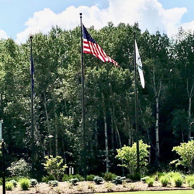 @Binghamton,NY #BinghamtonUniversity #SUNY Entrance #Flagpoles #NewYorkFlag #CustomFlag #USFlag #internalWinch https://t.co/7U1hclN5V9 https://t.co/xYhqkIAFPq