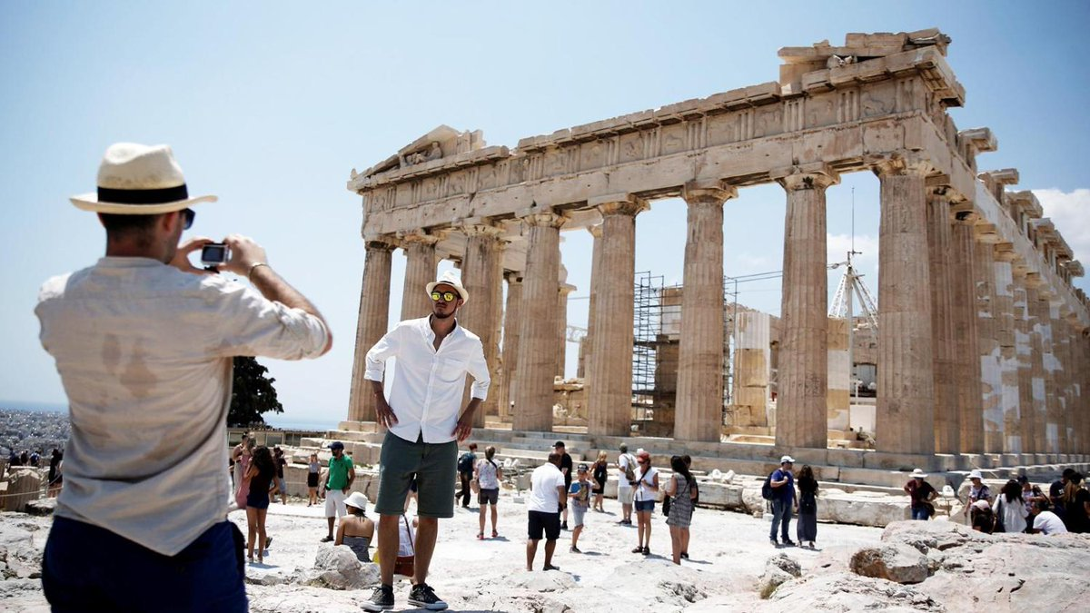 Greece expects boost in tourist numbers