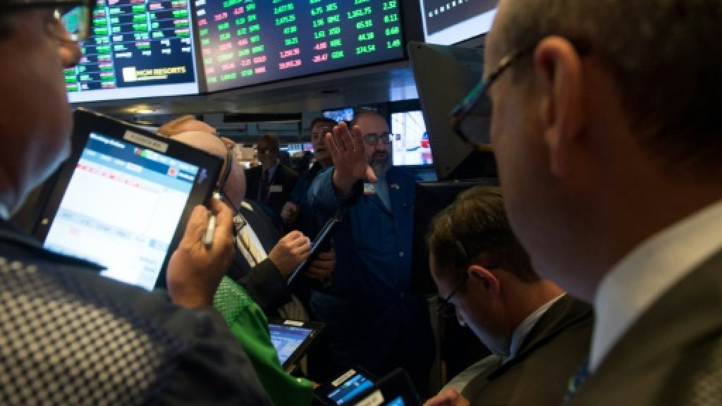 Dow tops 22,000 points for 1st time as Apple shares surge
