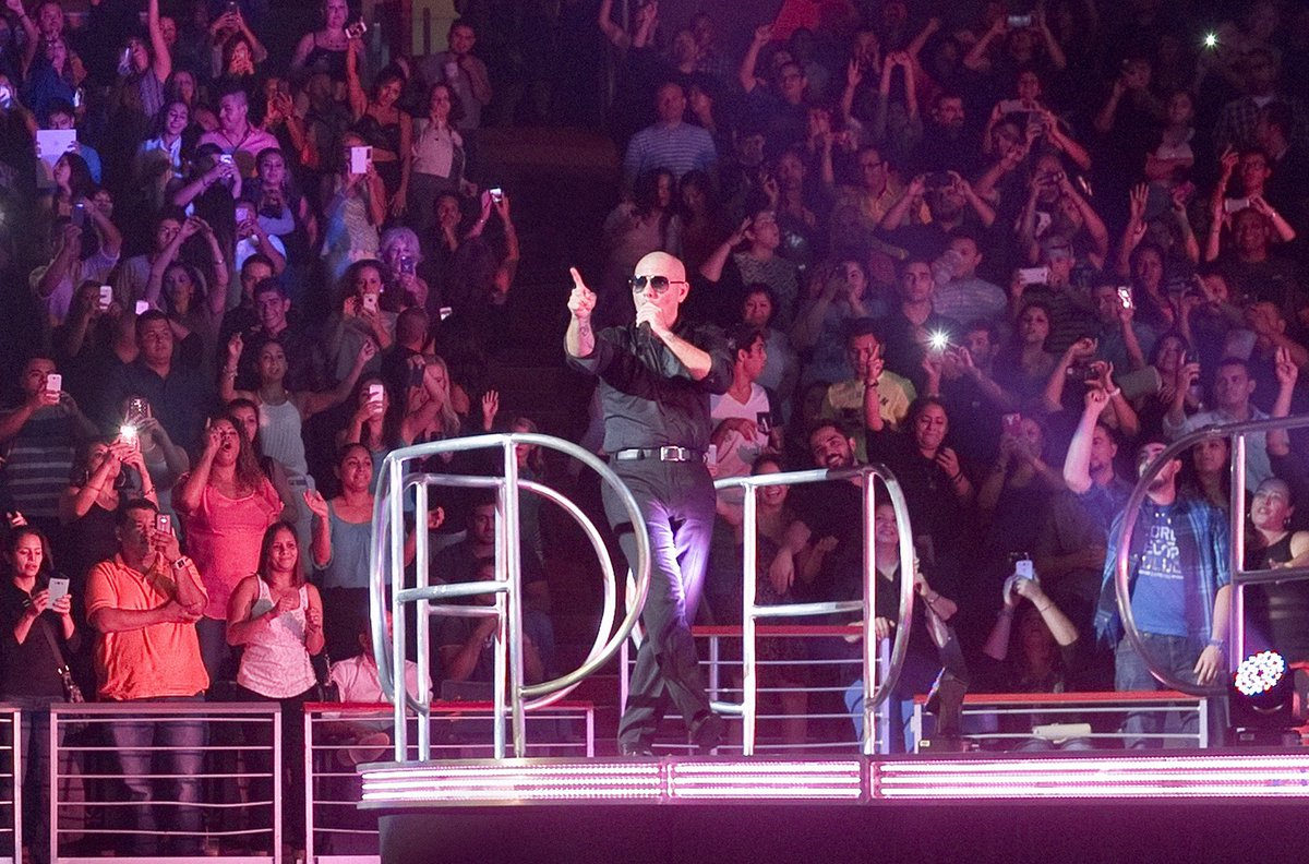 Let's make tonight positive #PitbullVegas https://t.co/ZzDyqB9ia3 https://t.co/r5TCGvbpEz