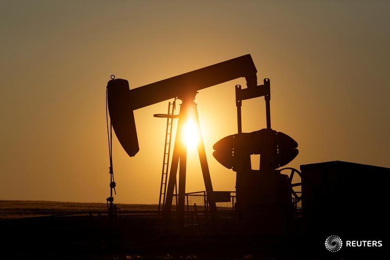 Oil dips on high OPEC supplies, defying falling U.S. crude stocks via @hgloystein