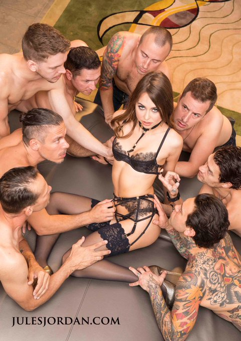 Whats happening here? @rileyreidx3 https://t.co/JwvfWX8VKJ