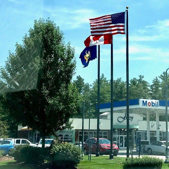 #Mobil flying #Canada #NewYork #USFlag #Flags #Flagpoles #BlackAnodizedFlagpoles #30'ExternalFlagpoles https://t.co/BXJopzbINm https://t.co/9R0sZ4gI7y