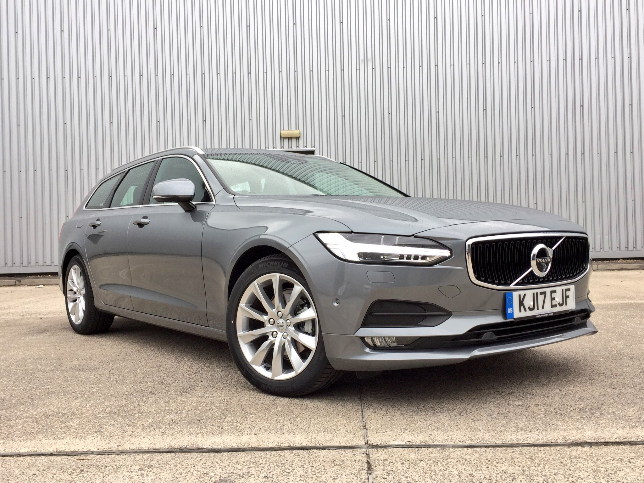 Our week with the Volvo V90 D4 comes to an end. All in all a pleasurable experience it must be said and indicated 50.2mpg isn't bad either. https://t.co/1WZQpp11iy