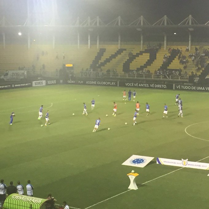 Felipe Siqueira  felipe siqueiraJogadores do Cruzeiro sobem para o campo  para aquecimento  trraulino b7553b6bca70d