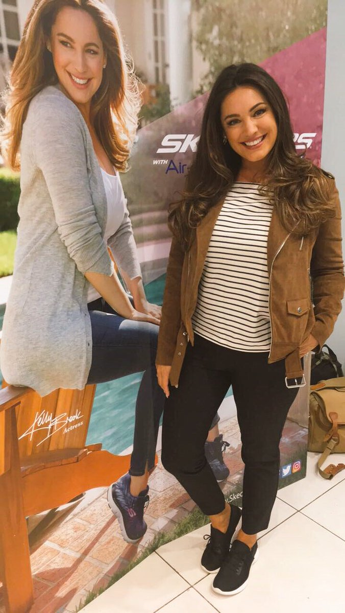 Today @Debenhams with @SKECHERS_UK #KellylovesSkechers https://t.co/92r8IZPUOp