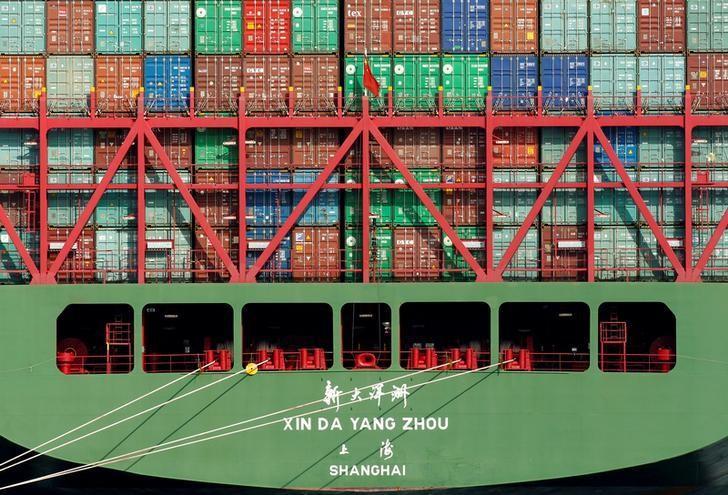 U.S. trade deficit narrows as exports hit 2-1/2-year high