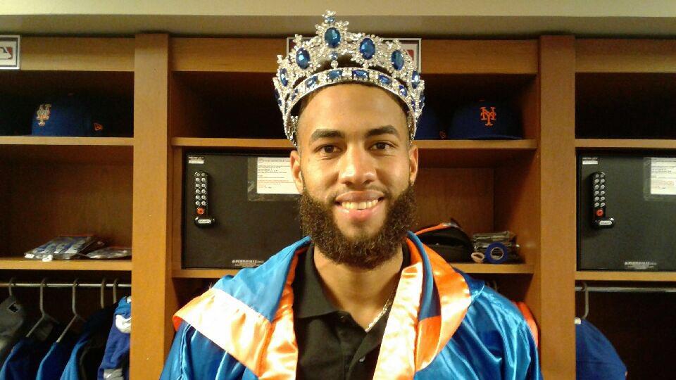 RT @Mets: The hero of the night, @Amed_Rosario! 👑 #MetsWin https://t.co/B0fvb3ehJz