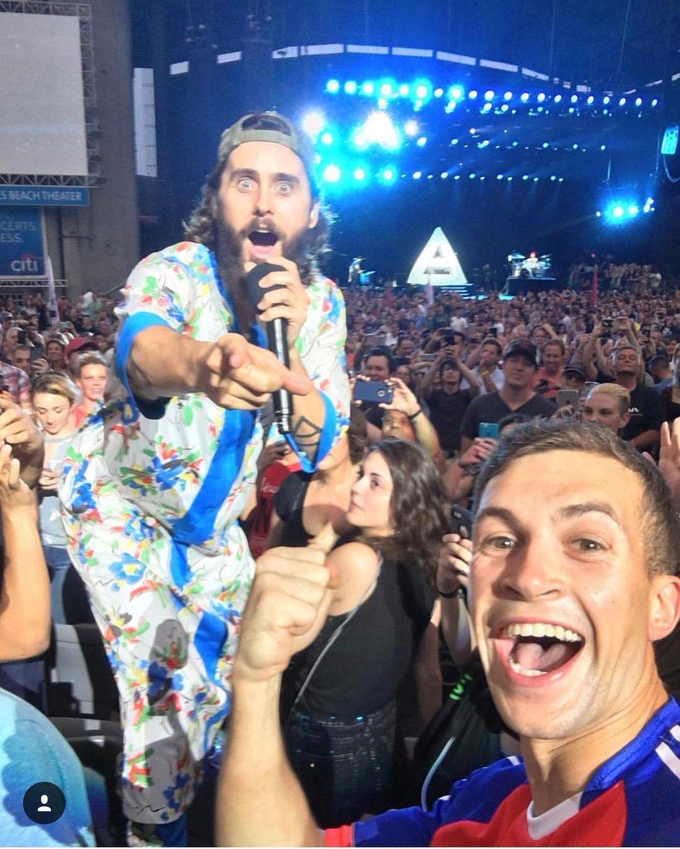 Nice selfie bro ???? https://t.co/nzpESSCD2e