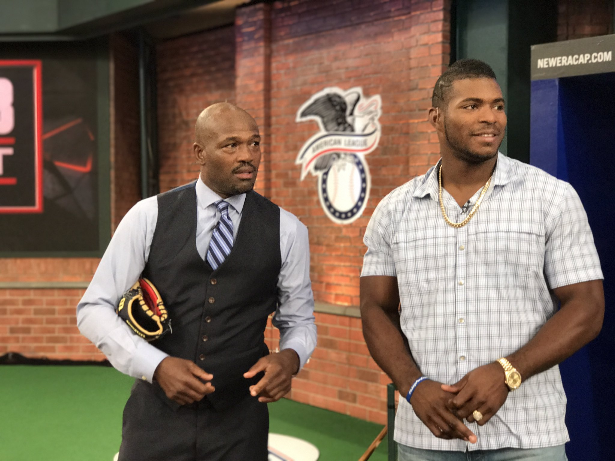 He's here! @YasielPuig #MLBTonight https://t.co/VCDsCK6Cge