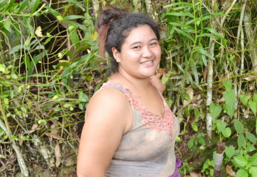 Si'itaga is looking for a job to support her grandparents