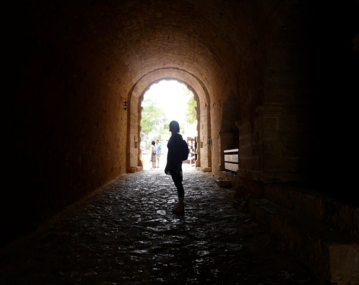 Post a photo of a tunnel here: https://t.co/VQJtv106xC https://t.co/J4oi2wanI2