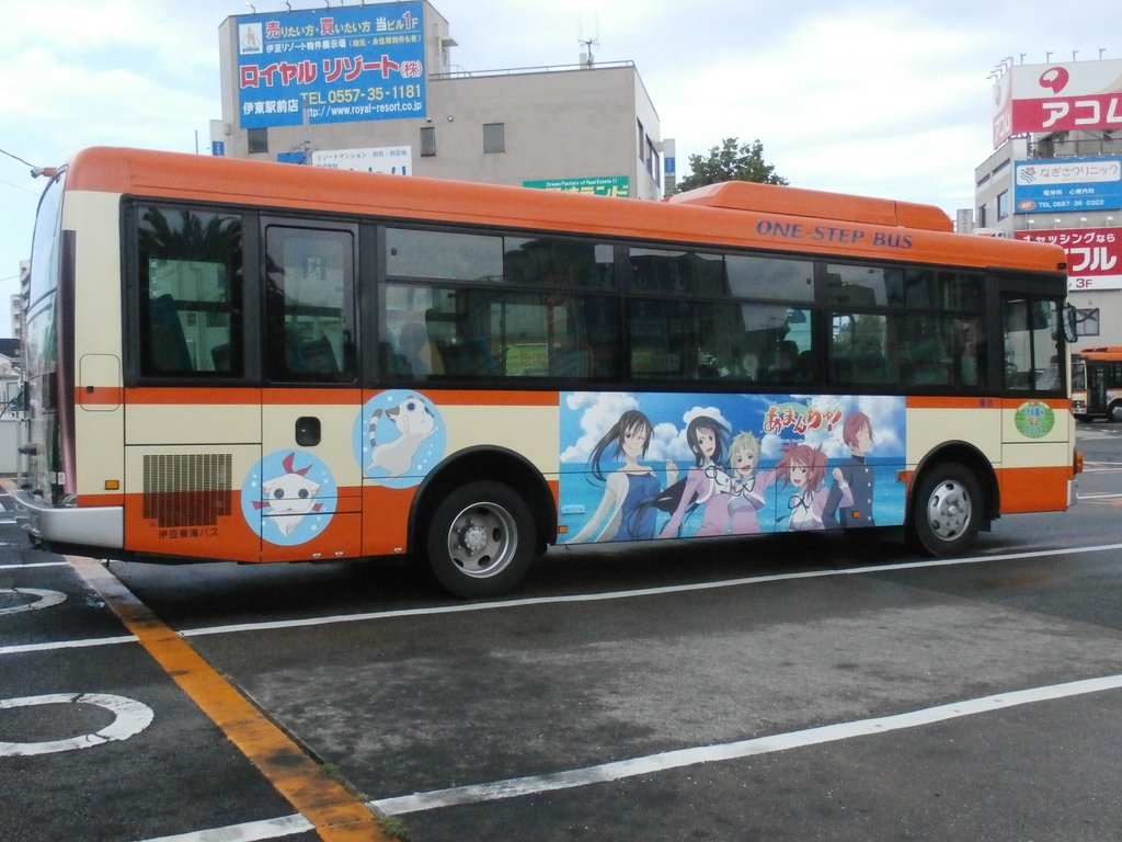 昨日久しぶりに伊東駅バスターミナルで東海バスのあまんちゅラッピングバスを目撃して撮影。 #東海バス #あまんちゅ
