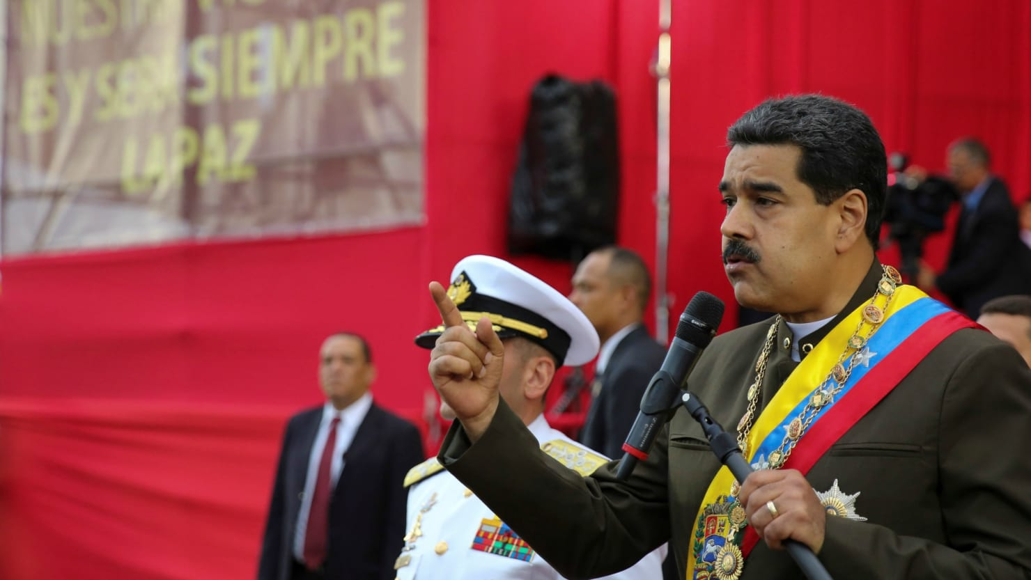 BREAKING: Venezuelan troops reportedly attempt 'uprising' against President Nicolas Maduro https://t.co/FyV0hrFyTG https://t.co/A0v3t4Aza6