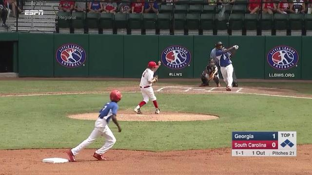 .@LittleLeague announcer claims kid can hit a ball into the trees and then, well, he did: https://t.co/gLDk98bdGk https://t.co/aIc4430a2V