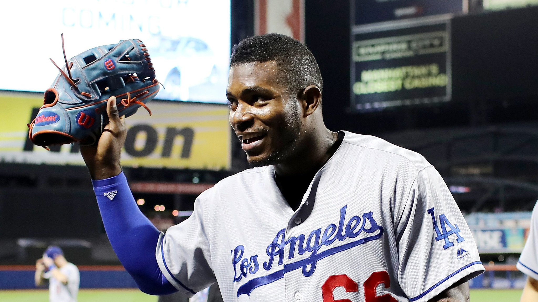 Persistence pays off for a fan in search of @YasielPuig's autograph. https://t.co/45MTUrS25J https://t.co/r1XyLwtgE1