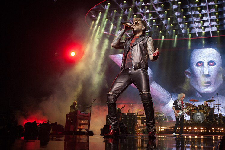 #Queen + #AdamLambert Bathe in Classic-Rock Glory With a Side of Camp  https://t.co/LEGwQkG3Fn https://t.co/a79zuYDEQ4