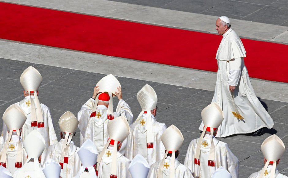 Pope Francis to highlight Rohingya plight in first papal visit to Burma