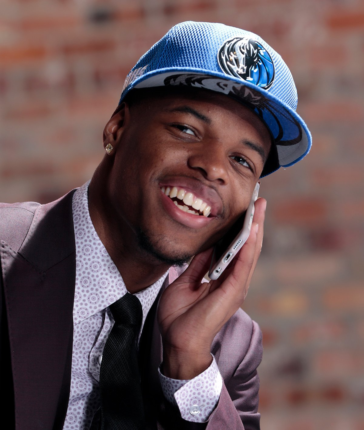.@Dennis1SmithJr has joined @sdotcurry at Under Armour, according to an ESPN report.  ��: https://t.co/Wph0azwTbo https://t.co/wxjvrvz5Z9