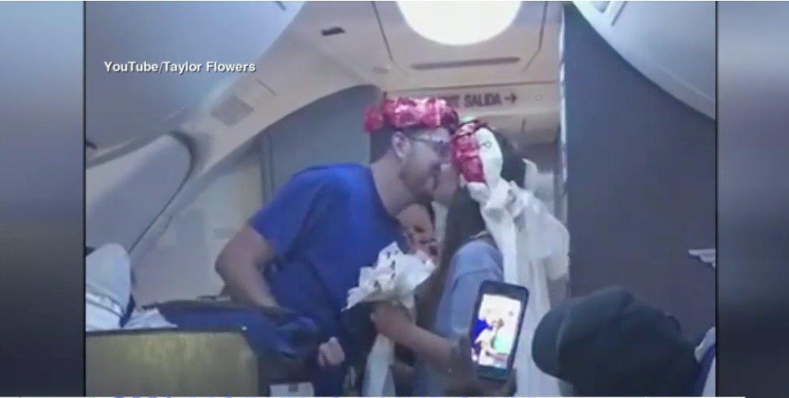 WATCH: Newlyweds get midair wedding ceremony on their honeymoon flight ❤️ https://t.co/691rvOJqDO https://t.co/y750FYLsDd