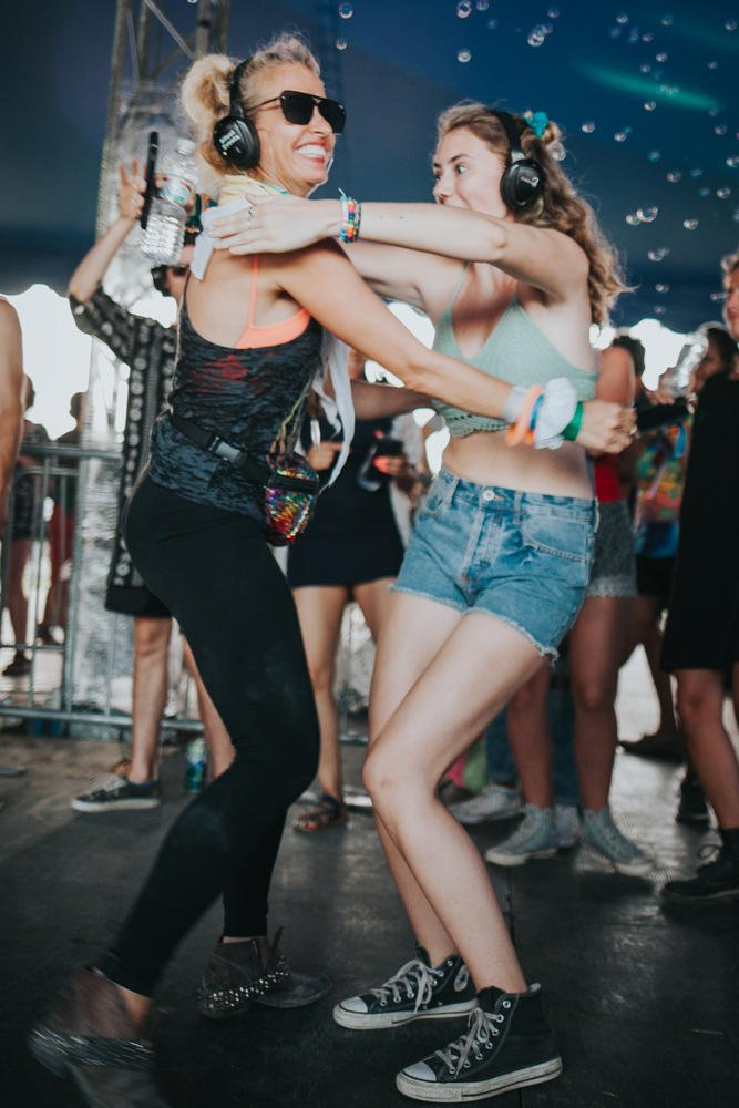The Silent Disco at #Bonnaroo - where funkiness meets positivity. (��: @corabell99 ) https://t.co/r9532fFSWi