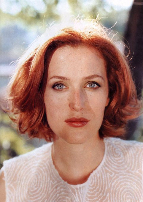 Happy 49th birthday Gillian Anderson!
