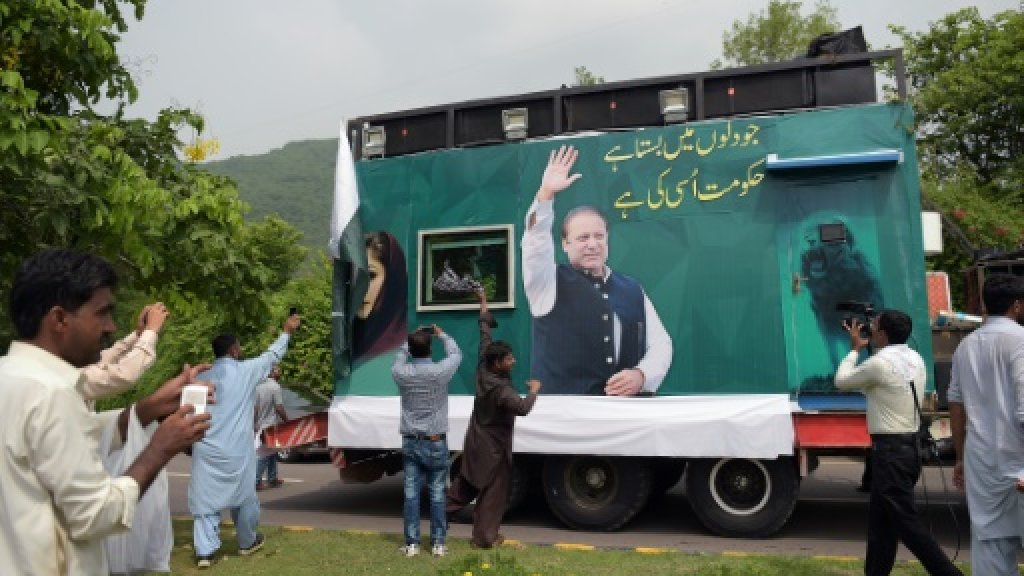 Former Pakistan PM Sharif launches defiant procession