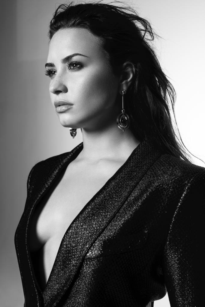 .@ddlovato's #TellMeYouLoveMe is here!  So ready for the album on 9/29! �� Listen now: https://t.co/InN1eXT78I https://t.co/K2kajUwiRe