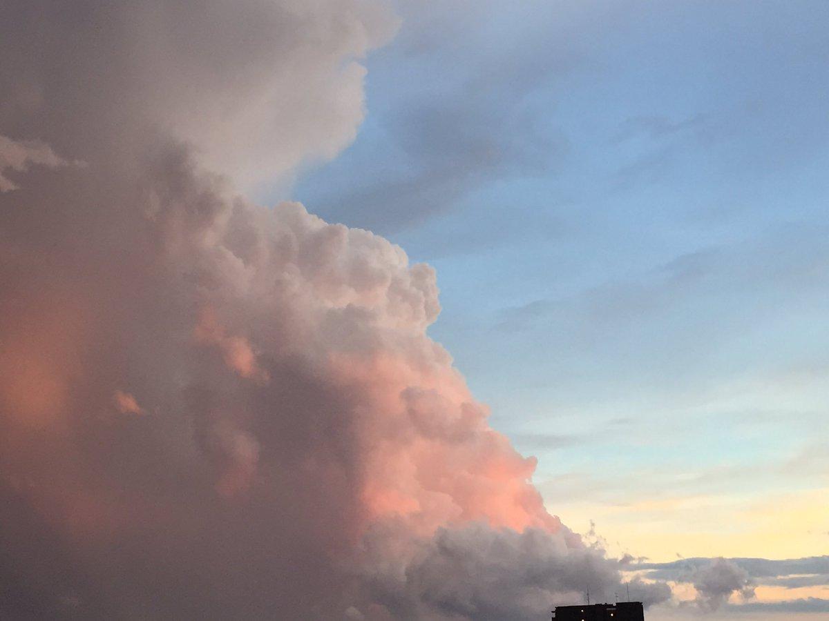 ラピュタみたいな雲。