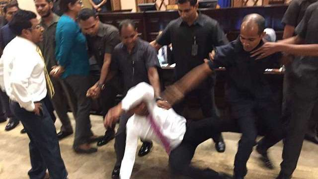 Maldives army occupies Parliament; Opposition lawmakers roughed up