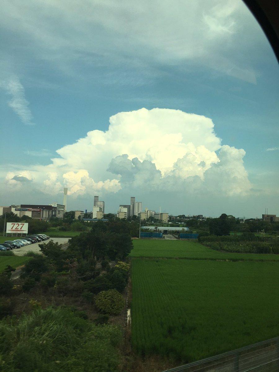 ラピュタに出てくる雲みたい。あの下はかなりの雨なんやろな(笑)