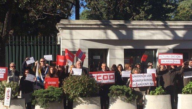 """Los trabajadores de embajadas y consulados españoles """"No podemos vivir de esta forma"""""""