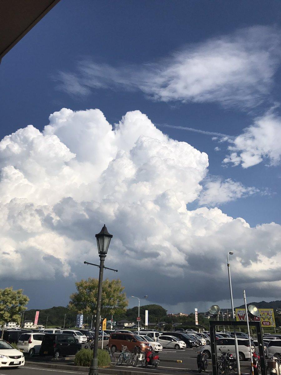 この雲の向こう絶対ラピュタあるわ