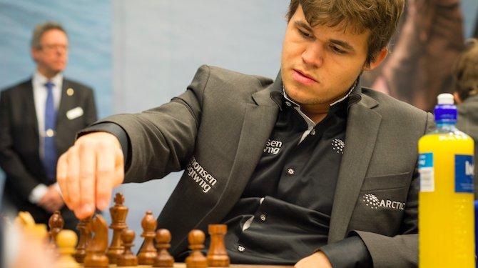 RT @DeSpeld: Magnus Carlsen zes maanden uitgeschakeld na blesseren toren - 'Balen dit' https://t.co/wlDyRKgGSf https://t.co/6wg1fRxdB4