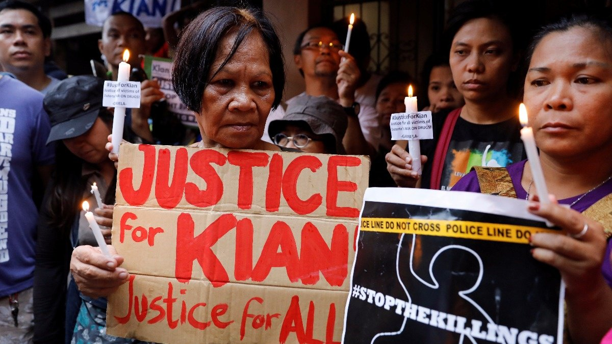 Amid outrage, Philippine opposition presses Duterte to stop killings. Via @ReutersTV https://t.co/RK0yjAbanT https://t.co/MsYt4eJ4rF