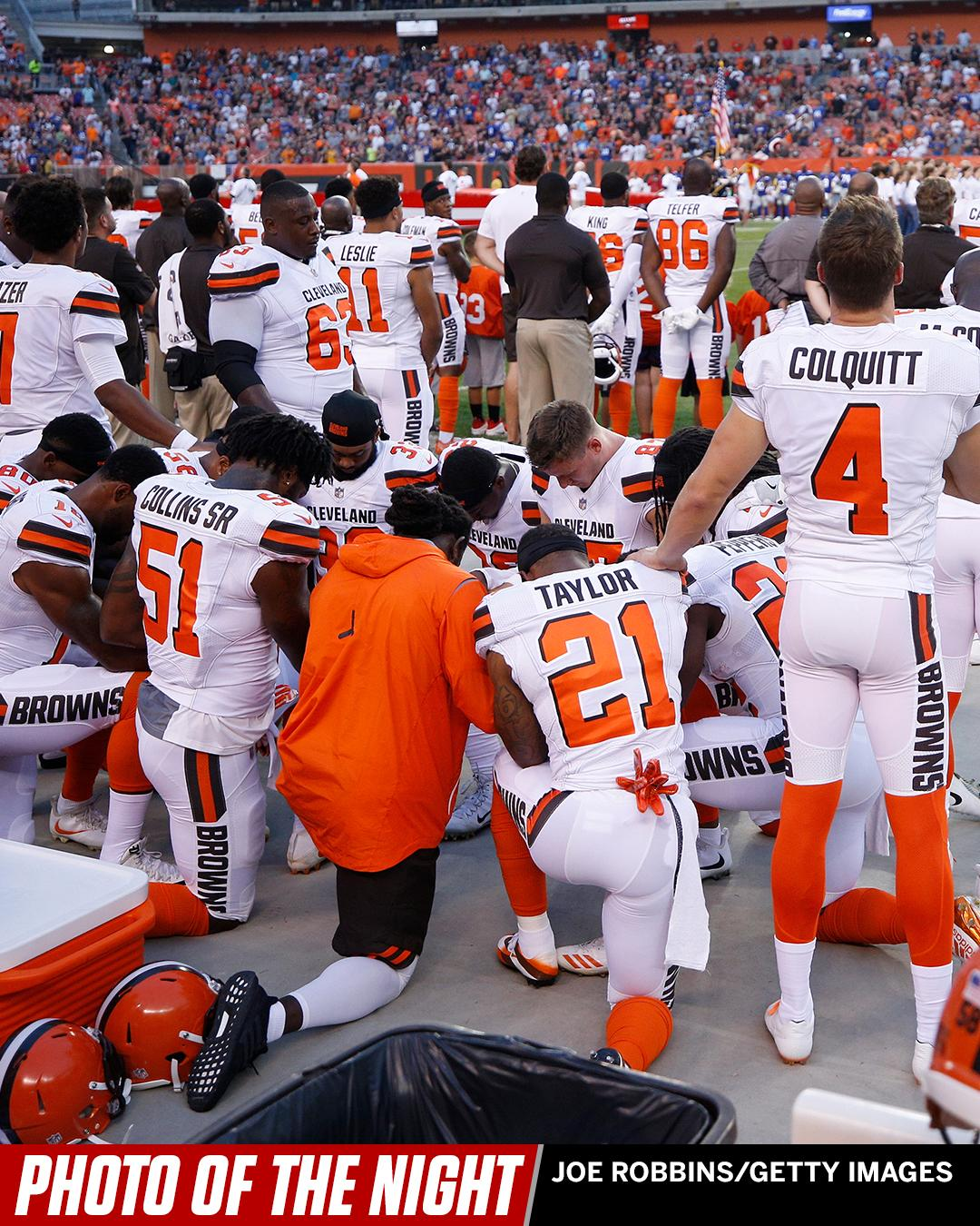 12 Browns players knelt in prayer during the playing of the national anthem on Monday night. #PhotoOfTheNight https://t.co/xT2Tl9U1Pc