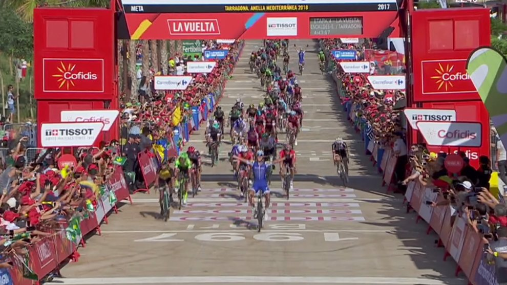 FINAL |  ¡Victoria para Matteo Trentin! Se lleva la 4º etapa en Tarragona https://t.co/bpaMHKCXJJ #LV2017 https://t.co/tsxTspImcm