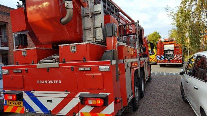 Honselersdijk Oudere dame gevallen en gewond geraakt. Brandweer tp om vrouw uit woning te krijgen. https://t.co/YHJ6hfaXBj