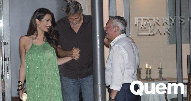 Amal Alamuddin. Foto do site da Quem Acontece que mostra Amal Alamuddin curte jantar romântico com George Clooney