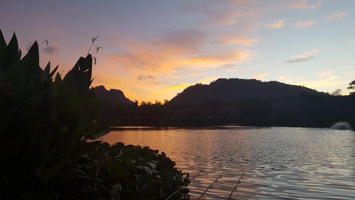 Beautiful <b>Sunset</b> here @GillhamsFishing #carpfishing https://t.co/g9YzmjleWx