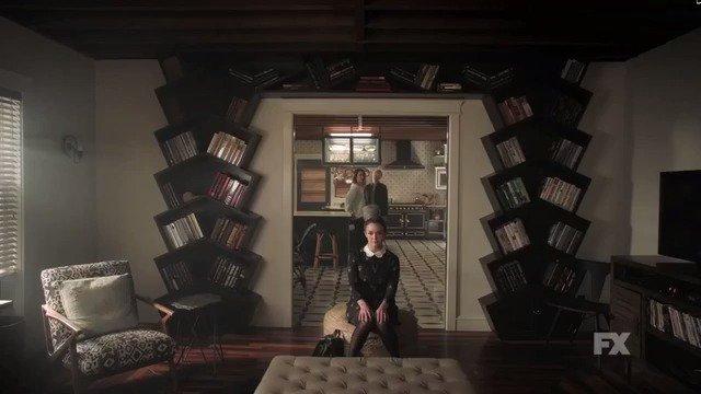 Primer trailer oficial con los personajes de American Horror Story: Cult #AHSCult https://t.co/POkej6ndqW