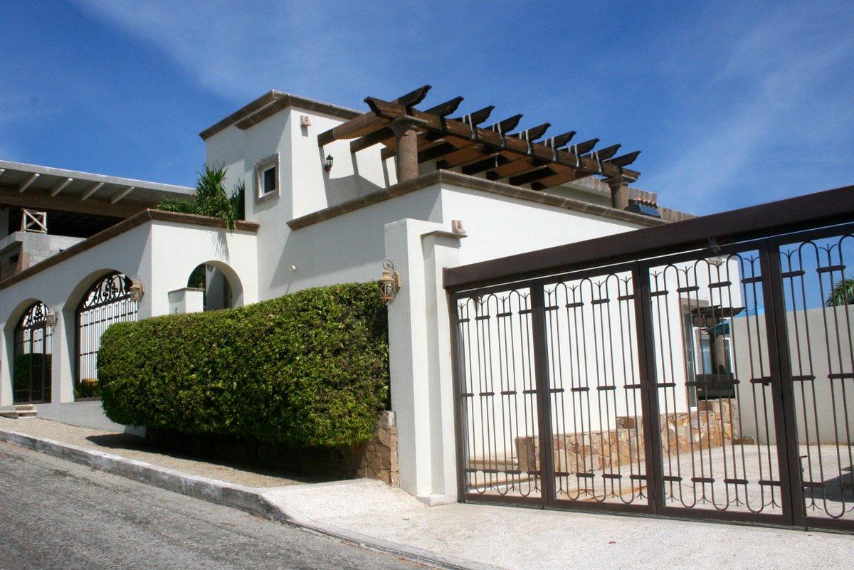 Casa Perla San Jose Corridor, MLS# 16-2014 3 beds  |  3234.35 sqft $294,000 USD More info: https://t.co/iTlUWAiqZq https://t.co/Vqda73JfAE