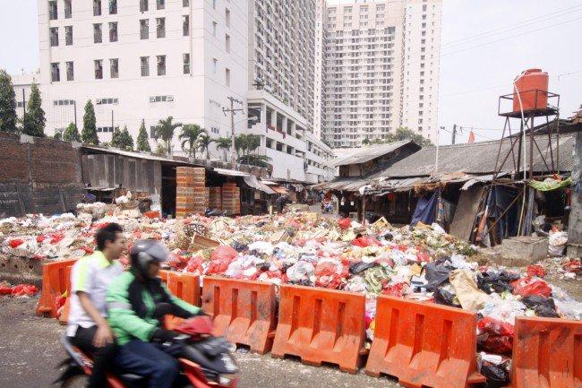 Sampah Berceceran di Kota Peraih Adipura https://t.co/BvBloxUqrE https://t.co/IM4S6ftxHk