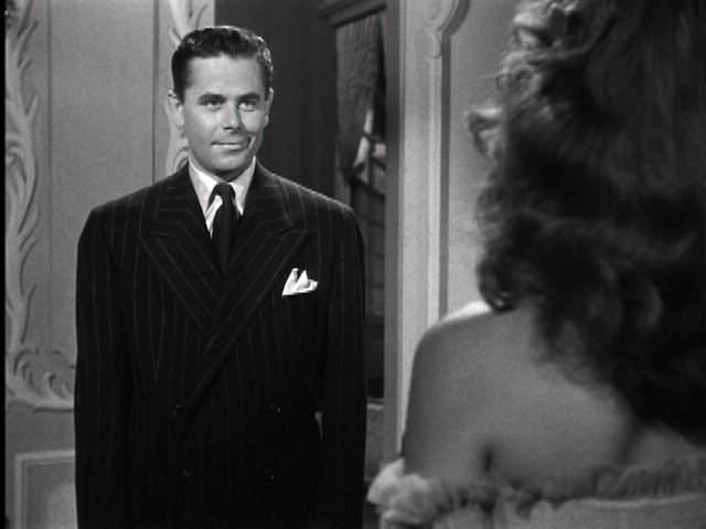 For half-a-hood, Johnny's got the pocket square thing wired. #Gilda #TCMParty https://t.co/xJrAxxmCGc