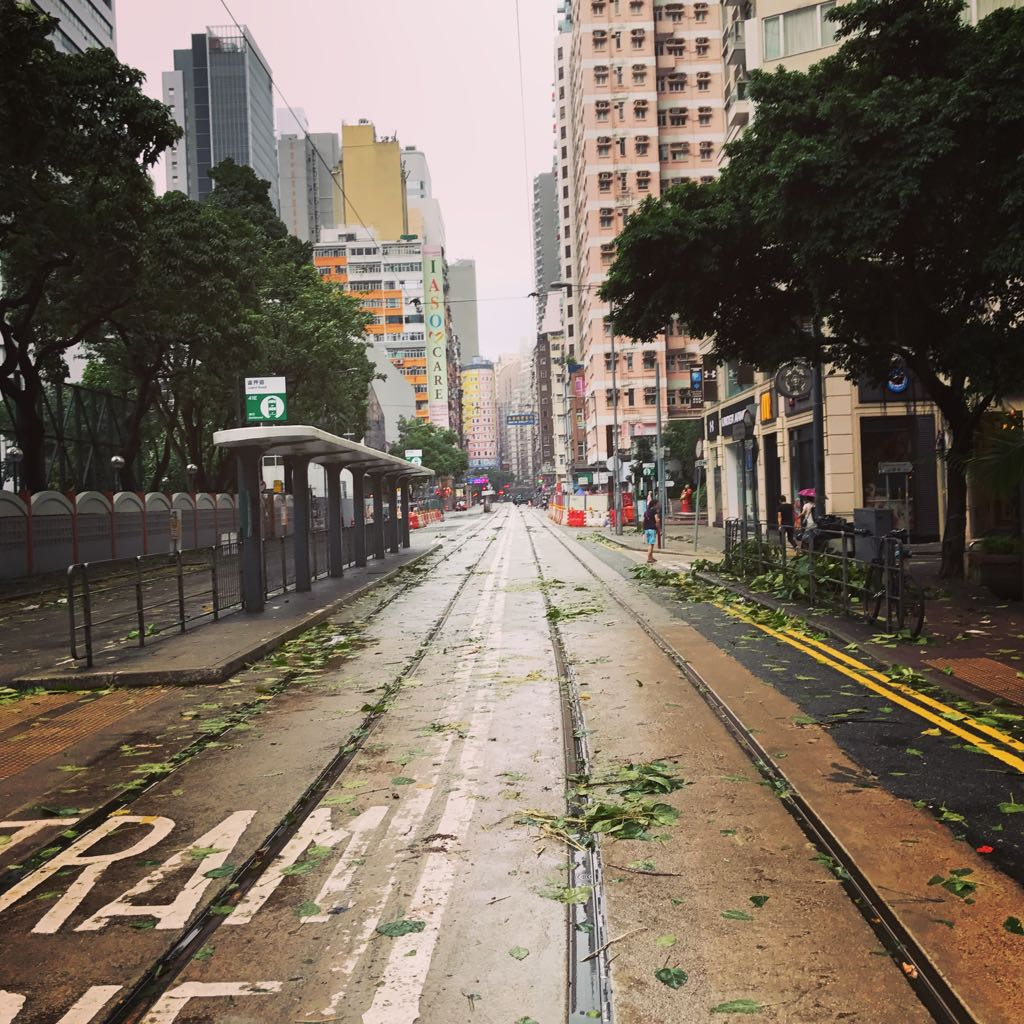 Empty streets in HK following typhoon.  Not now #hato https://t.co/aOQB6BrvvJ