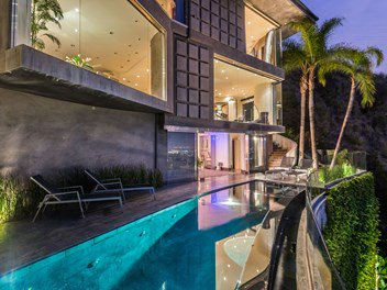 Blast #124860 3 Story modern architectural in Gated private enclave above Sunset Strip https://t.co/AhOIAynJqA https://t.co/pwMuw3qwk2