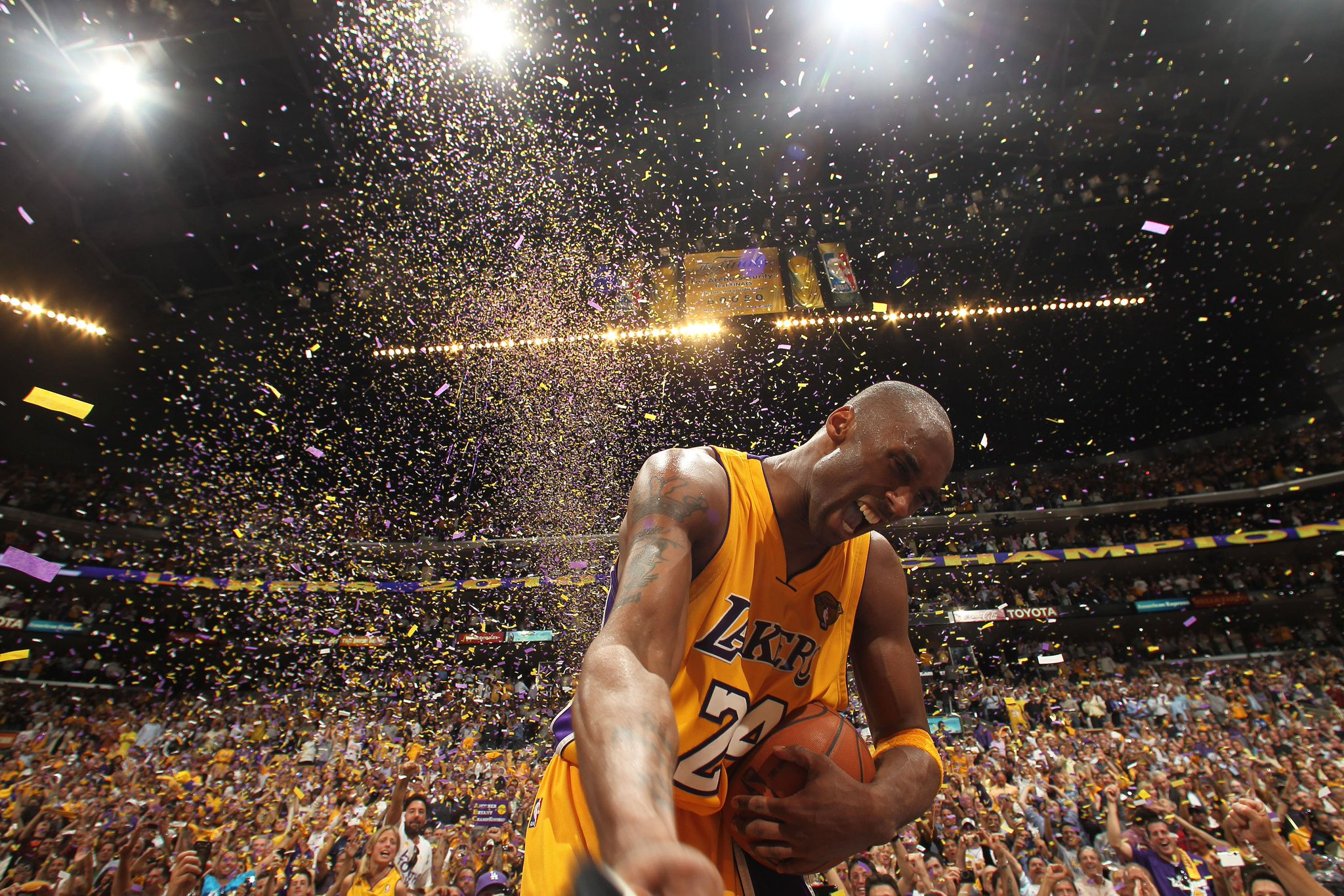 Happy birthday Kobe. https://t.co/D60qf5eu4z