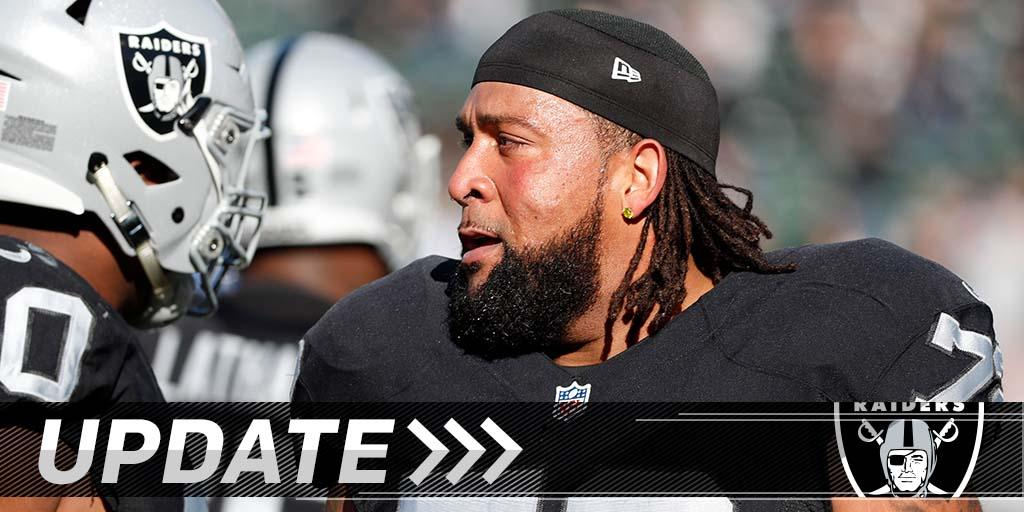 Donald Penn's holdout is over: https://t.co/QFIzk4z5wX https://t.co/FnFjzx1zZS